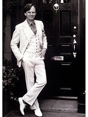 Tom Wolfe-white suit